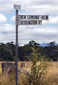 Signpost to Tasmanian Deddington